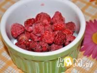 Приготовление ягодного десерта с йогуртом: шаг 6