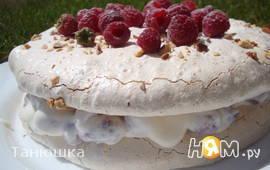 Торт-безе с творожно-малиновой начинкой