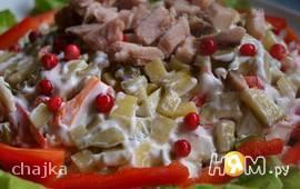 Салат из буженины с брусникой