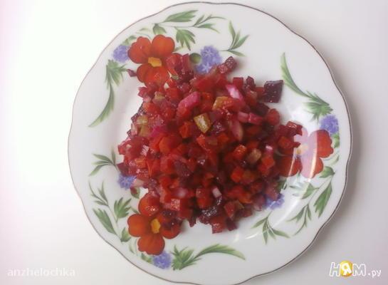 Салат из свеклы и соленых огурцов