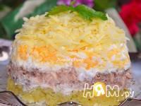 Приготовление салата с консервированной рыбой: шаг 6