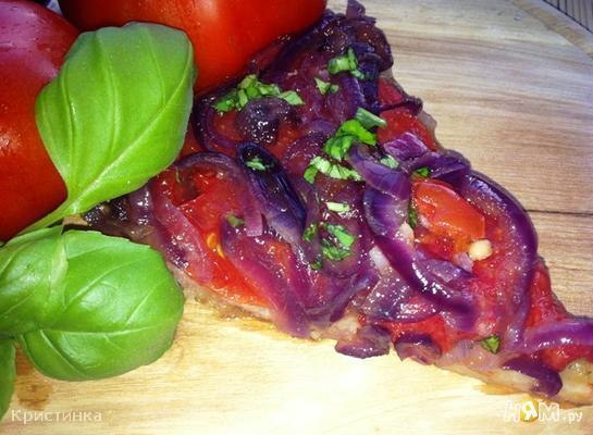 Тарт с томатами и  карамельным луком