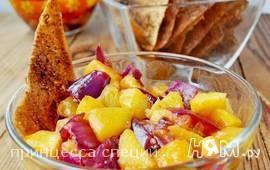 Персиковая сальса с чипсами из лаваша