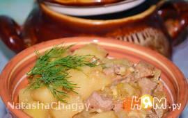 Жаркое со свининой в горшочке