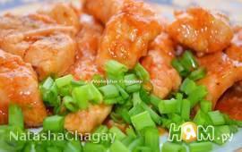 Куриное филе в томатно-луковом соусе