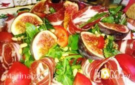 Салат из рукколы и инжира