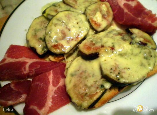 Рецепт Горячий бутерброд с инжиром и сыром Дорблю