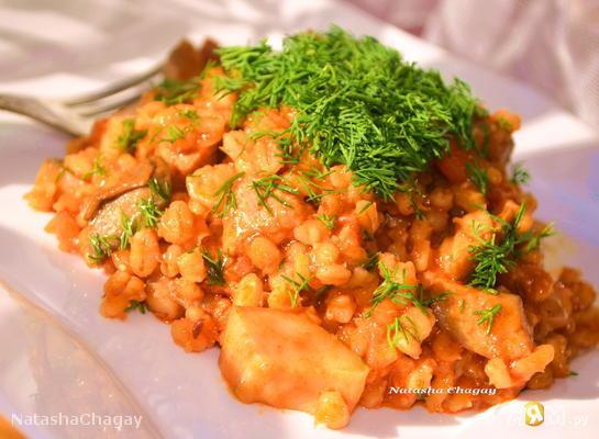 Рецепт Перловка со свининой и грибами в томатном соусе