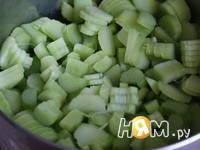 Приготовление варенья из ревеня с яблоками и имбирем : шаг 1