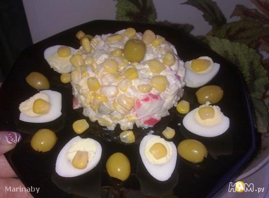 Простой салат с кукурузой