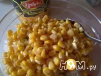 Приготовление простого салата с кукурузой: шаг 4