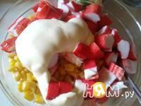 Приготовление простого салата с кукурузой: шаг 6