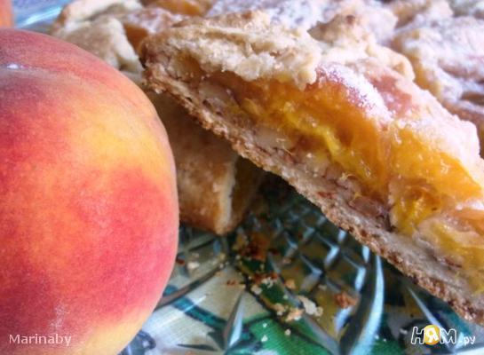 Кростата с абрикосами и миндалем