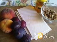 Приготовление слоеных пирожных с инжиром и персиками: шаг 1