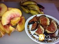 Приготовление слоеных пирожных с инжиром и персиками: шаг 2