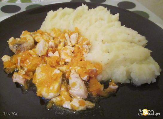 Рецепт Курица тушеная с морковью в бульоне