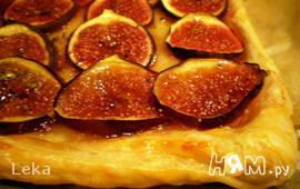 Пирог с инжиром и сыром бри