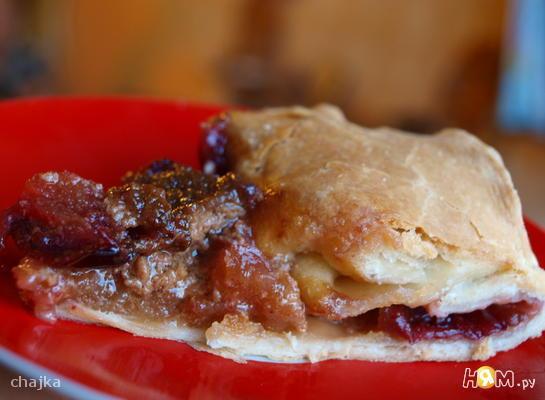 Пирог со сливами в карамельной заливке
