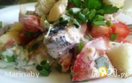Салат с овощами и шпротами
