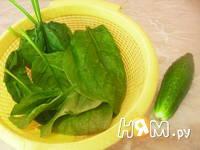 Приготовление салата из огурцов и шпината: шаг 1
