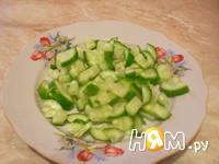 Приготовление салата из огурцов и шпината: шаг 3
