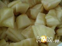 Приготовление шарлотки с яблоками, изюмом и корицей: шаг 1