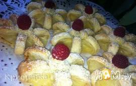 Слоеное печенье с ананасом и малиной