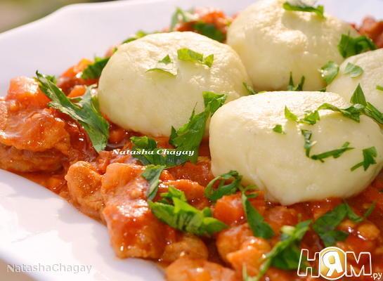 Рецепт Картофельные клецки с гуляшом из свинины