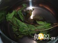 Приготовление напитка из калины с мятой и медом: шаг 3