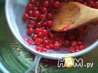 Приготовление напитка из калины с мятой и медом: шаг 4
