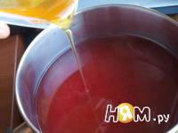 Приготовление напитка из калины с мятой и медом: шаг 6
