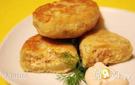 Жареные пирожки с красной рыбой  и  яйцом