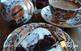 Шоколадно-творожный пирог с ванильным соусом