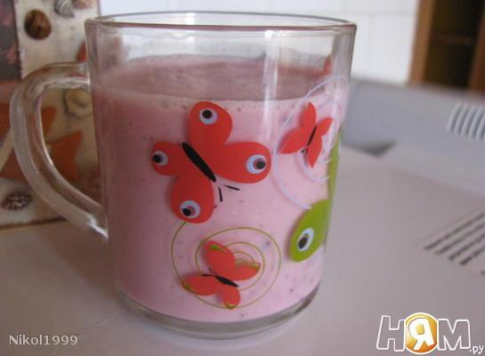 Рецепт Коктейль из домашнего йогурта с черникой