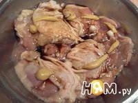 Приготовление куриных бедер в панировке с зеленью: шаг 1