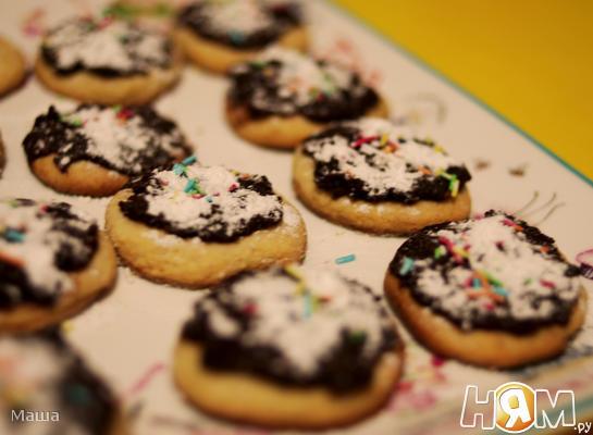 Рецепт Песочное печенье с шоколадной глазурью