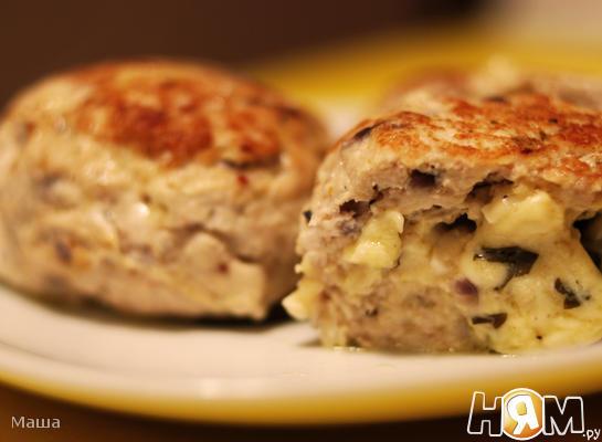 Мясные зразы с сыром и яйцом