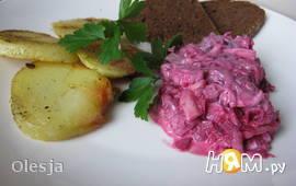 Свекольный салат с маринованной селёдкой