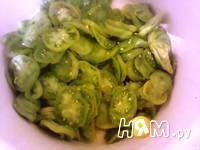 Приготовление салата из зеленых помидоров со специями: шаг 2