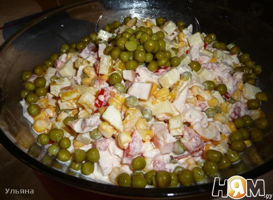 Рецепт Салат с копченой куриной грудкой и помидором