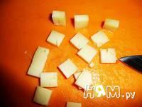 Приготовление салата с копченой куриной грудкой: шаг 3