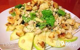 Куриный салат с сырной заправкой