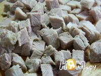 Приготовление салата мясного с фасолью: шаг 2