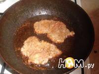 Приготовление отбивной под шампиньонами и сыром: шаг 4