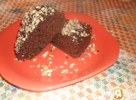 Пирог со свеклой, черносливом и какао
