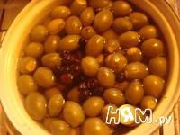 Приготовление компота из фейхоа и ягод со специями: шаг 3