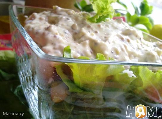 Салат мясной с чесночно-фисташковым соусом