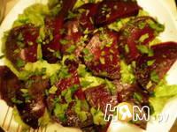 Приготовление салата со свеклой и сельдью под соусом: шаг 8