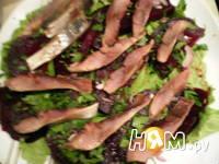 Приготовление салата со свеклой и сельдью под соусом: шаг 9