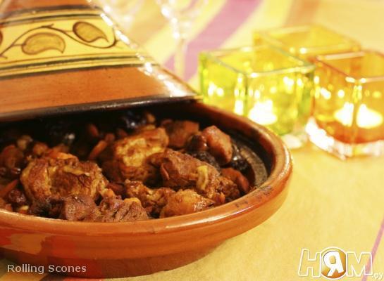 Тажин из говядины с миндалем и финиками